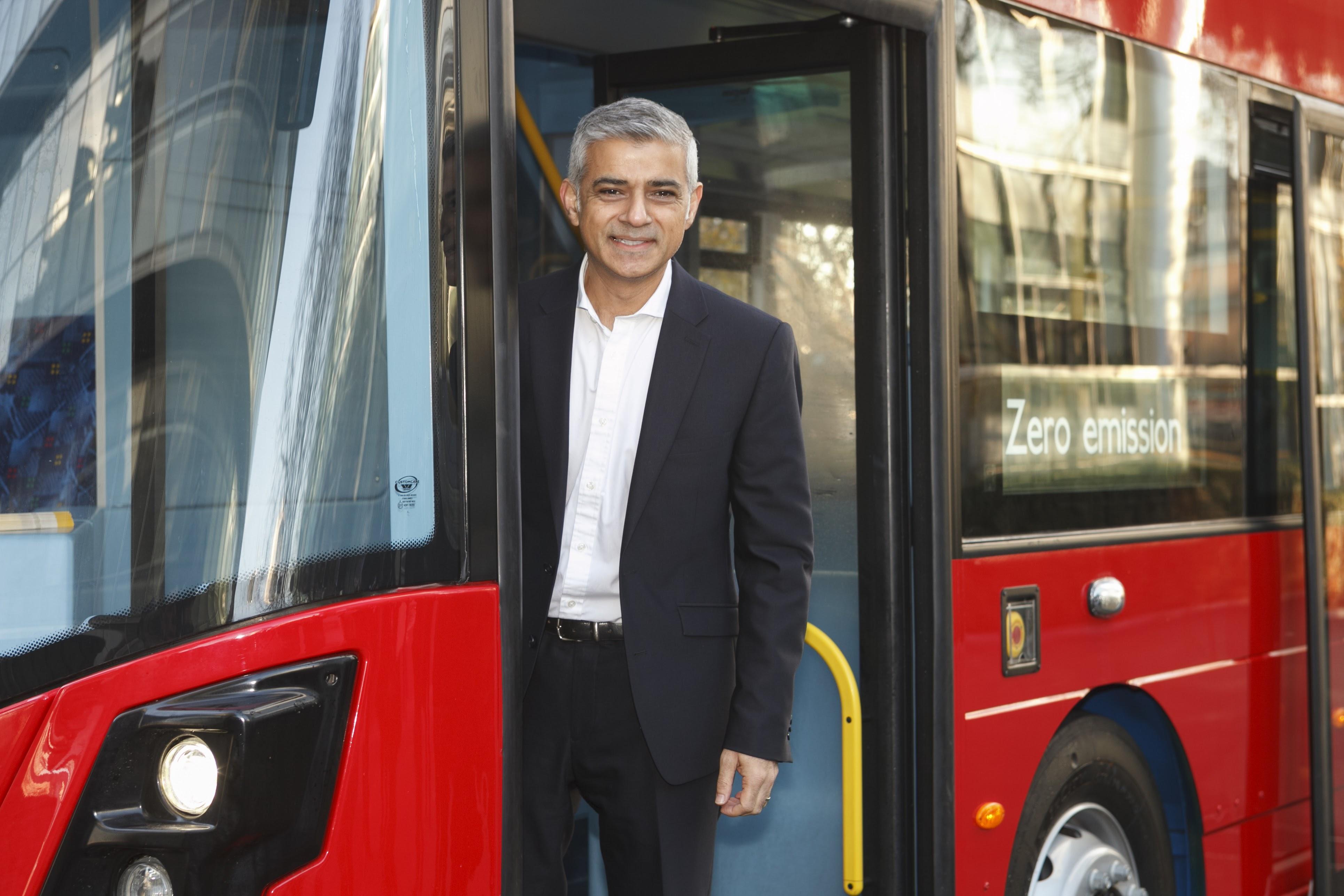 sadiq-khan-hydrogen-zeb-double-decker bus.jpg