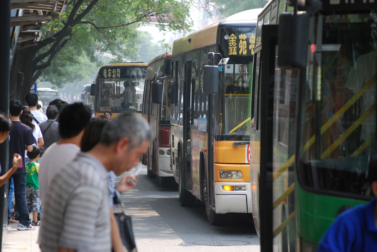 waiting-for-the-bus-china.jpg