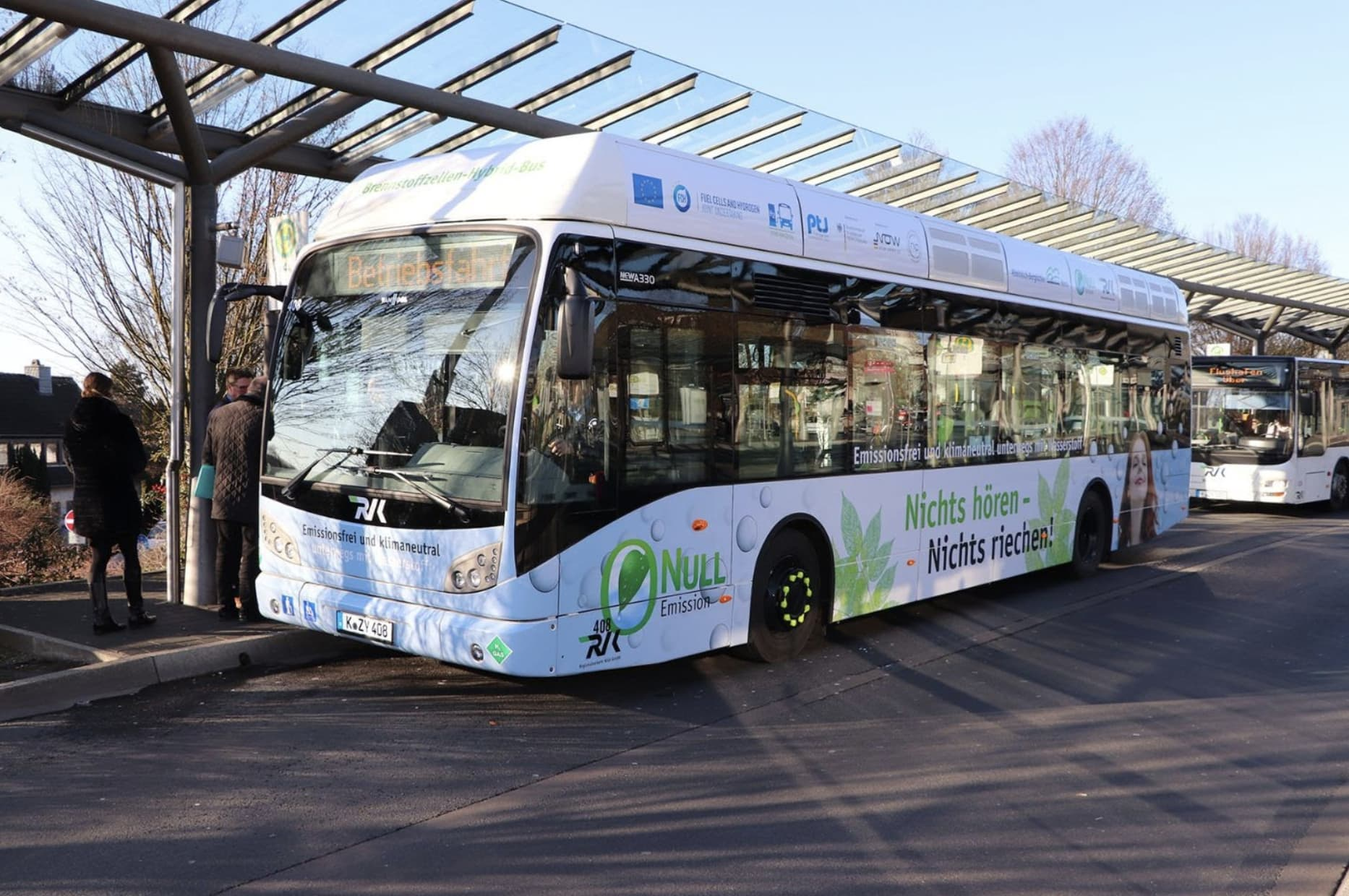 fuel-cell-bus